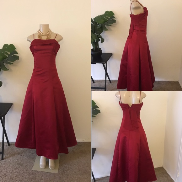 eef1ffc4ae0e David's Bridal Dresses & Skirts - 🍒 Cherry Red Evening Gown